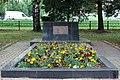 Братская могила воинов Красной Армии в бывшей деревне Александровка справа от памятника.jpg