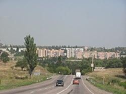 Въезд в Зугрэс со стороны Харцызска.jpg