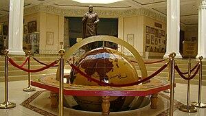 Hudžanda: Глобус и статуя Темурмалика, Худжанд