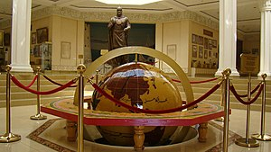 Hucend: Глобус и статуя Темурмалика, Худжанд