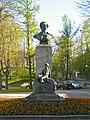 Ломоносов. Дворцовый пр. 312, памятник Ломоносову.jpg