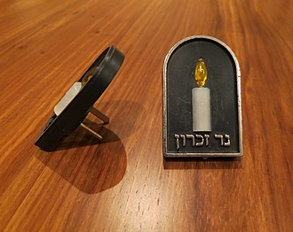 Yahrzeit candle - An electrical memorial candle with Hebrew inscription