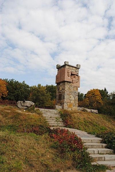 File:Пам'ятник на честь визволення міста Біла Церква в 1702 році козаками під проводом козацького отамана.jpg