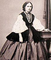 Українське національне вбрання — Вікіпедія 7120d4535b5e5