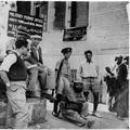 המאורעות בארץ ישראל 1938 - חיפה יהודים ממתינים לקבל היתרי יציאה מן העיר-PHL-1088119.png
