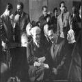 ועדת החקירה האנגלו אמריקנית בן גוריון ומשה שרתוק בשעת ההפסקה 1946-PHKH-1301783.png
