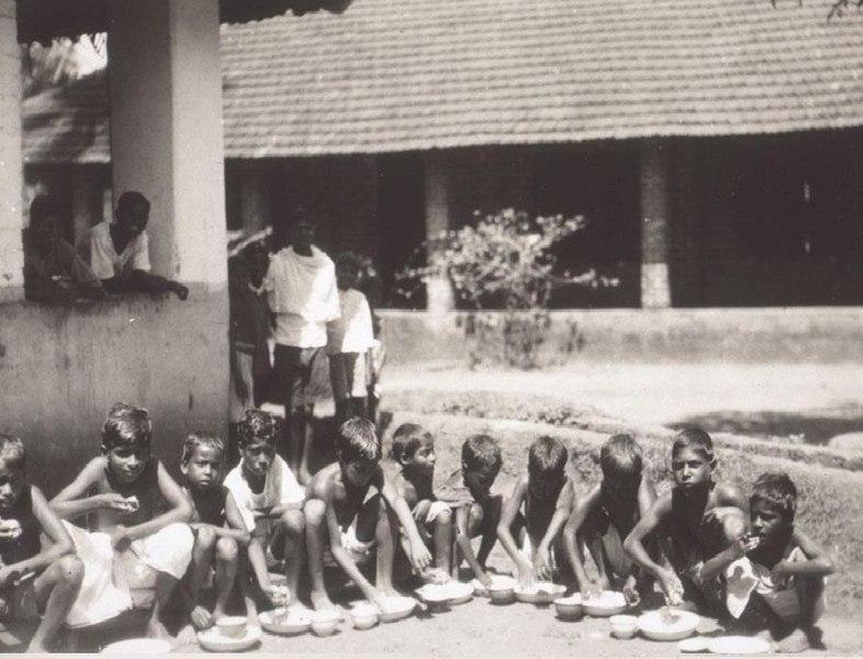 File:പെരാപെരിയിലെ ബോർഡിംഗ് സ്കൂൾ (1930).jpg