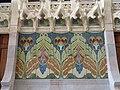 103 Hospital de Sant Pau, edifici d'Administració, sala d'actes, mosaic i ornaments escultòrics.JPG
