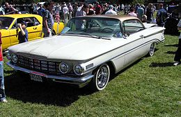 Una Oldsmobile Dynamic 88 Holiday Coupé del 1960