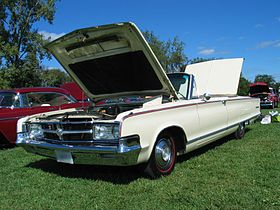 1966 Chrysler 300L convertible.jpg
