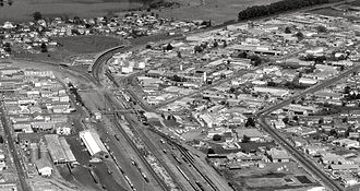 Frankton, Hamilton - Frankton Junction in 1980, showing 1975 station and site of the previous station (bottom centre). Whites Aviation Ltd :Photographs. Ref: WA-75315-F. Alexander Turnbull Library, Wellington, New Zealand. http://natlib.govt.nz/records/22676980