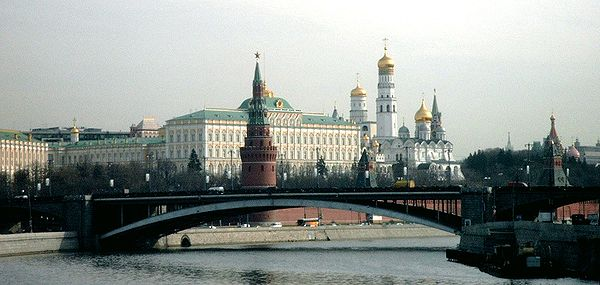Churches of the Moscow Kremlin, as seen from the Balchug 2003-04-18 Moscow Kremlin.jpg