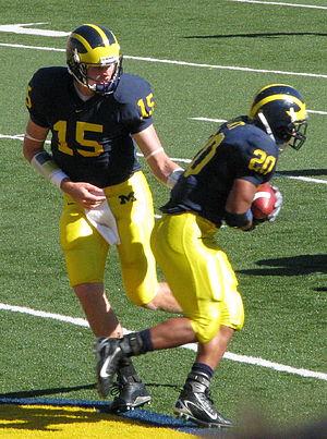 Mike Hart (American football) - Ryan Mallett hands off to Hart