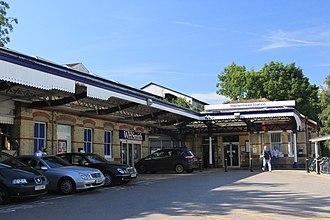 Maidenhead railway station - Image: 2012 at Maidenhead station forecourt