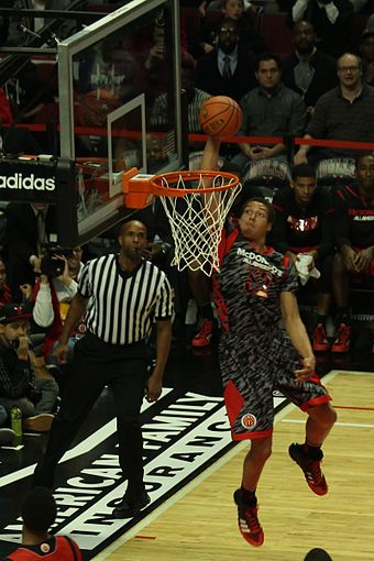 Gordon completing an Alley oop from Aaron Harrison at the 2013 McDonald s  All-American Boys 8b00397cd