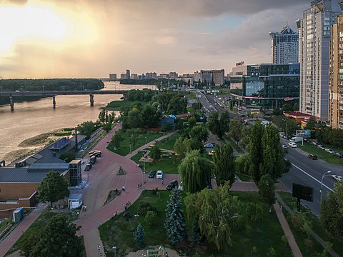 Berezniaky neighbourhood in Dnipro Raion 2018-07-15 Dniprovska Embankment, Berezniaky, Kyiv 2.jpg