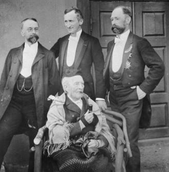 Ferdinand Julian Egeberg - Egeberg (back right) with family members