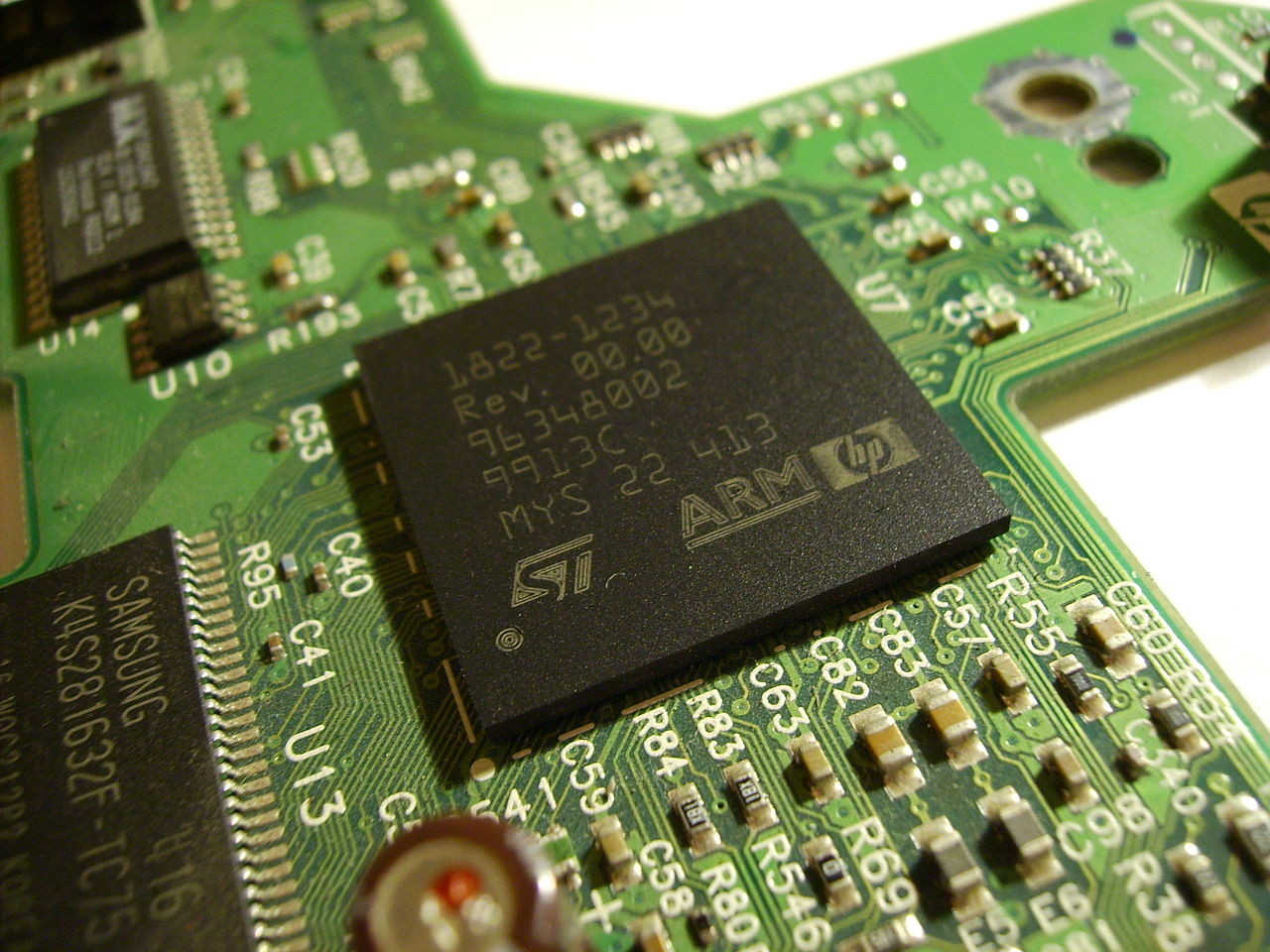 ARM processor, photo by Socram8888 (Own work) [CC BY 2.0 (http://creativecommons.org/licenses/by/2.0)], via Wikimedia Commons, 26 August 2008