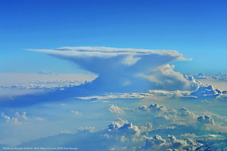 Cumulonimbus incus cumulonimbus with an incus (anvil) cloud as a supplementary feature