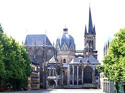 Aachener Dom von Norden 2014 (final) (2).jpg