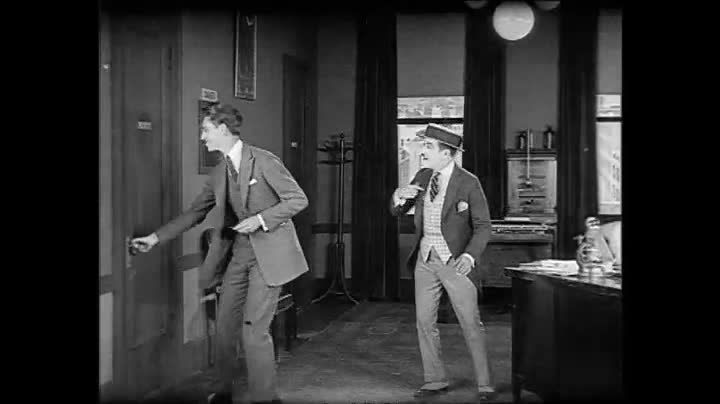 فایل:Accidents will happen William-H.-Watson-Universal-Star-Featurette-1922.webm