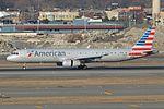 Airbus A321-231(w) 'N101NN' American Airlines (30651898581).jpg