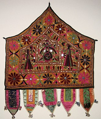 Shisha (embroidery) - Image: Alter Cloth (Toran), Saurashtra, Gujarat, India, 20th Century, cotton, metal and mirror pieces. plain weave with embroidery and mirror work, Honolulu Academy of Arts