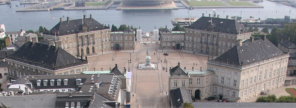 Amalienborg from top of church cropped