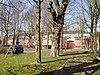 foto van Kasteel Amstenrade: paardestallen, poortgebouw en dienstwoning