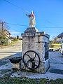 Ancienne fontaine-abreuvoir à manivelle.jpg