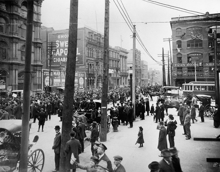 Fil:Anti-conscription parade at Victoria Square.jpg