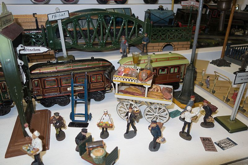 File:Antique toy railroad scene (27068529761).jpg