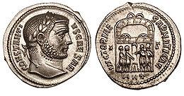 На реверсу овог сребрњака искованог у Антиохији за време Констанција Хлора приказани су тетрарси како изливају жртву у част победе над Сарматима.