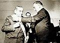 Arturo Alessandri siendo condecorado en 1948.jpg