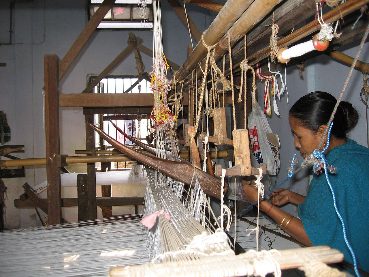 File:Assamese woman using traditional handloom jpg - Wikimedia Commons