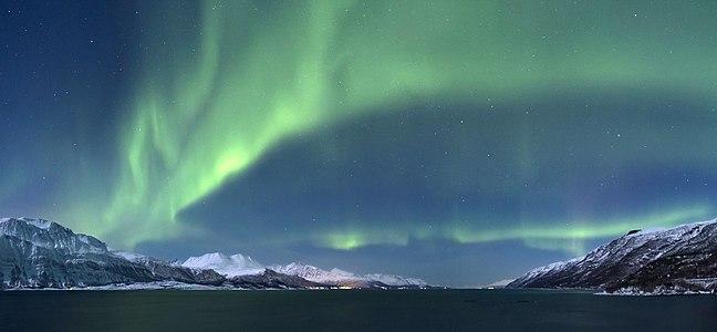 Aurora borealis above Lyngenfjorden, 2012 March-3.jpg