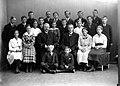 Avgangklasse Byåsen skole (1918) (11116521465).jpg