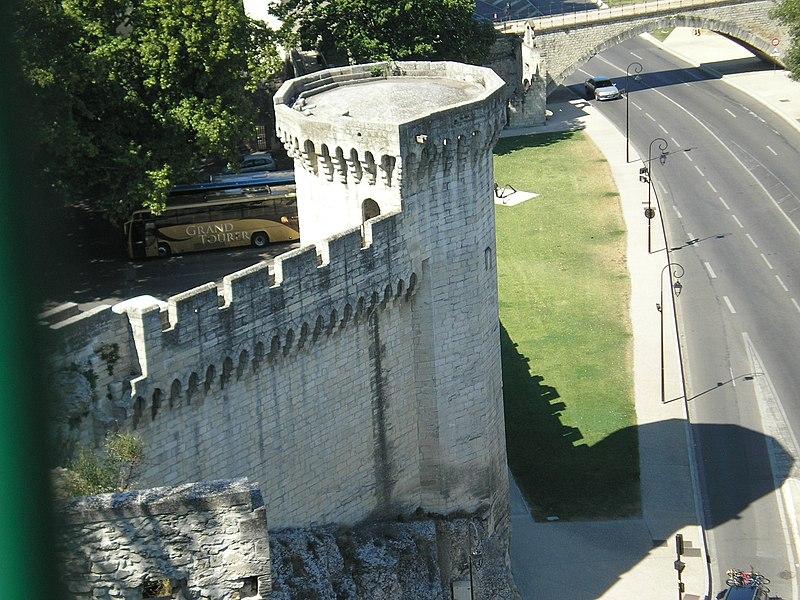 File:Avignon rempart.JPG