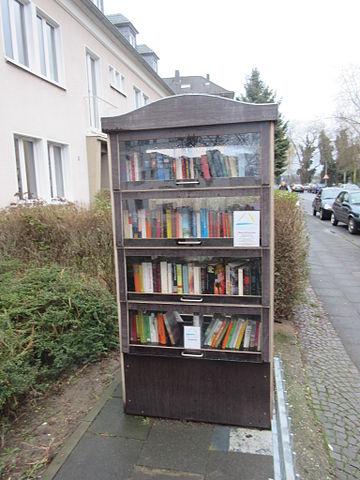 File:Bücherschrank Köln-Weidenpesch.jpg - Wikimedia Commons