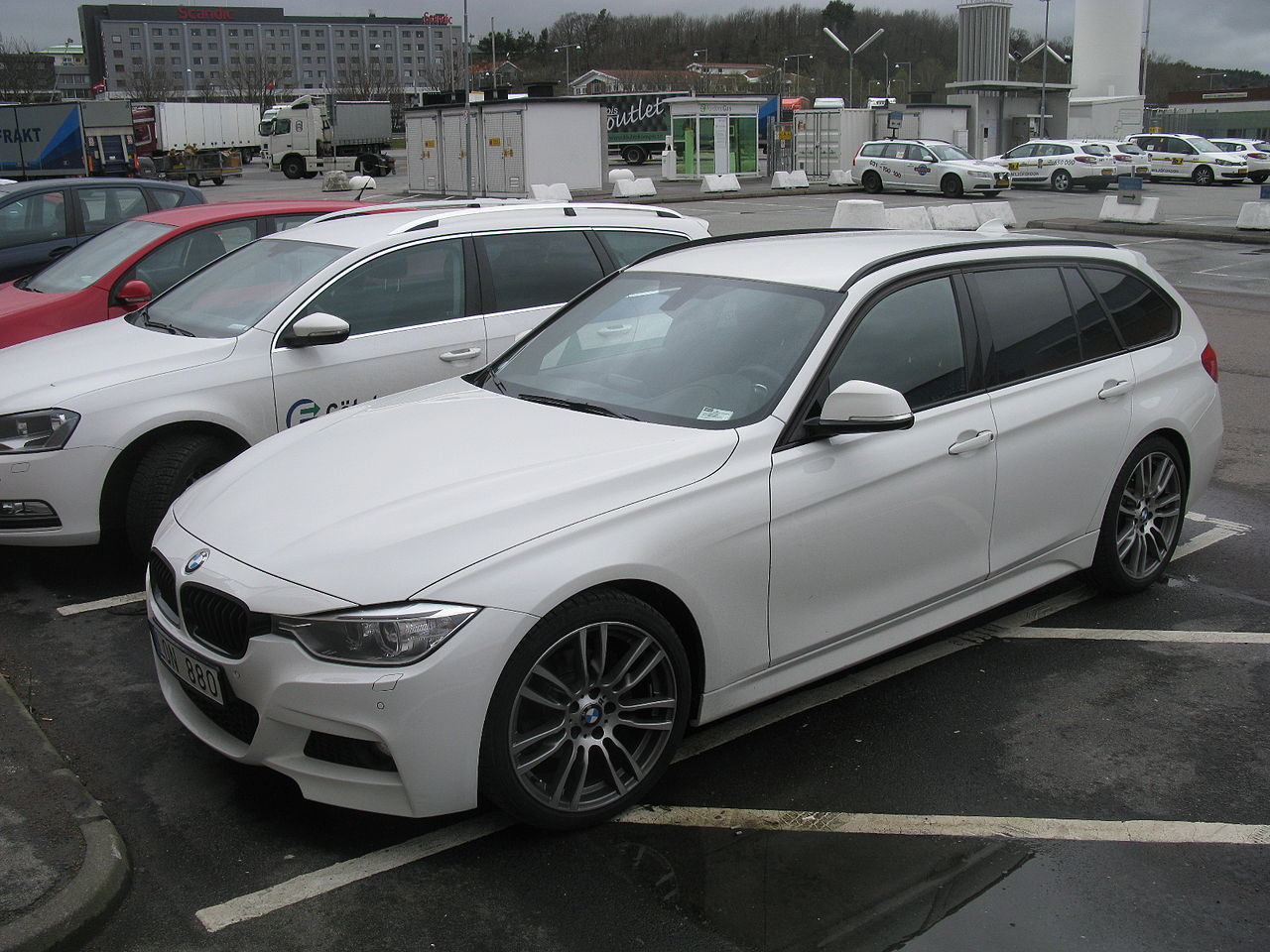 file bmw 320d touring m sport f31 13766997364 jpg wikimedia commons. Black Bedroom Furniture Sets. Home Design Ideas