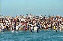 Bain rituel dans la mer aux Saintes-Maries.jpg