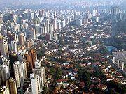 Variação de tecidos urbanos na região central: lado a lado, áreas verticalizadas e de casario baixo