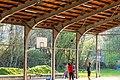 Basketball spielende Jugendliche in der Panzerhalle in Tübingen.jpg