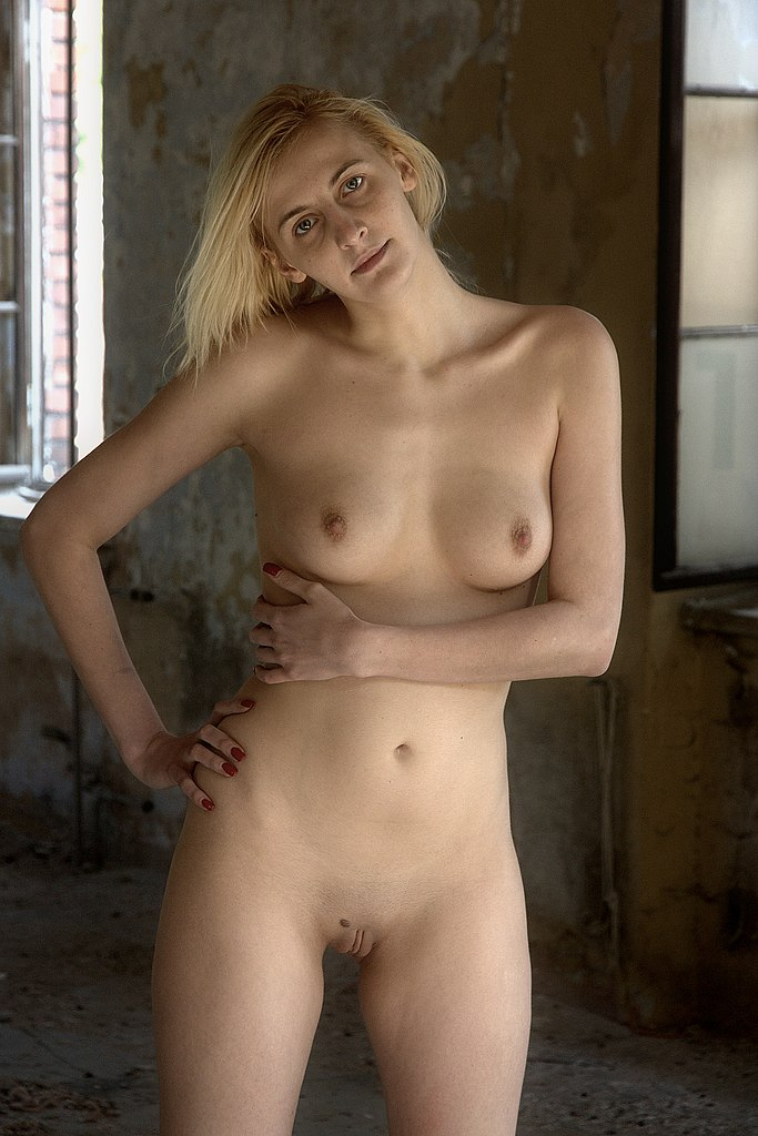 beauty girl complete naked
