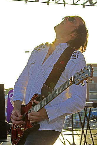 """C.R. Alsip Guitars - Bill Leverty of Firehouse playing his C.R. Alsip guitar named """"Lucky 13"""" live."""