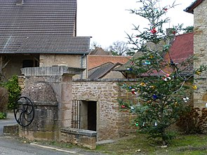 Bissy-sous-Uxelles Wash House (1).JPG