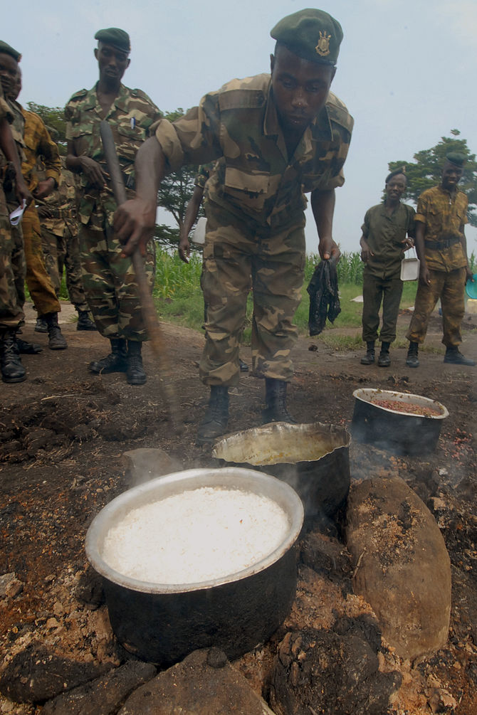 Bjumbura Burundi soldiers cooking sufuria