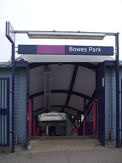 Bowes Park stn entry steps.JPG