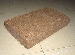 English: A single brick of coco coir.