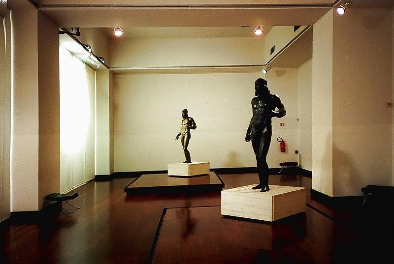 File:Bronzi Di Riace Statua A+B.jpg